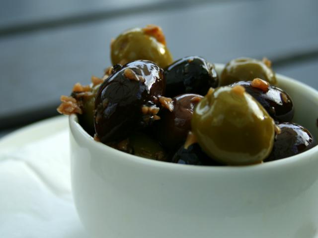 Przygotuj smaczne oliwki w stylu Tapas z resztką sardynki lub sardeli