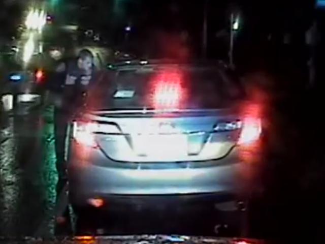 Ý tưởng tồi: Snorting Coke trước một cảnh sát trong khi dừng giao thông