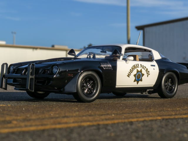 California Highway Patrol 79 'Z / 28 i 1/18 skala ved GreenLight.  Kort gennemgang.