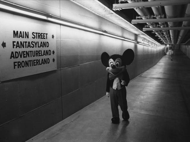 Bajo la superficie de Disney World hay una alucinante red de túneles secretos construida por el propio Disney