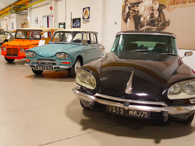 Spotted in Nuremberg, Germany, the still-futuristic Citroën DS sits next to its more utilitarian siblings, the 2CV-based Citroën…