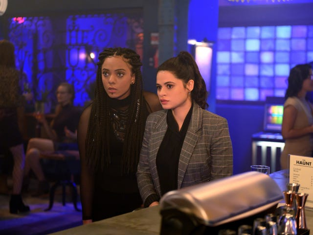 """<a href=https://tv.avclub.com/charmed-might-be-better-at-human-drama-than-witchy-dram-1832104019&xid=17259,15700021,15700043,15700186,15700191,15700256,15700259,15700262 data-id="""""""" onclick=""""window.ga('send', 'event', 'Permalink page click', 'Permalink page click - post header', 'standard');""""><i>Charmed</i> kan være bedre på menneskelig drama enn witchy drama</a>"""
