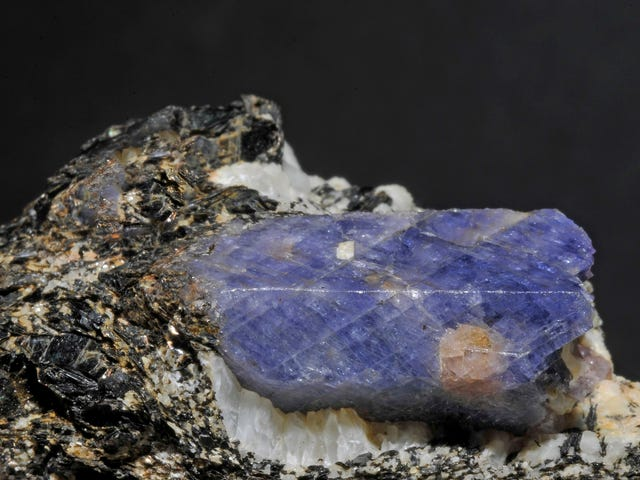 Can Sapphire Crystals Capture Exotic Dark Matter?