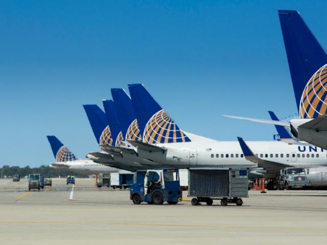United Airlines expulsa a leggings tres pasajeras de un avión porque llevaban