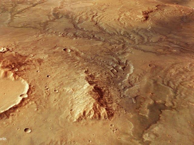 Una stupenda nuova vista di Marte mostra l'antica acqua che scorre una volta scolpita nella sua superficie