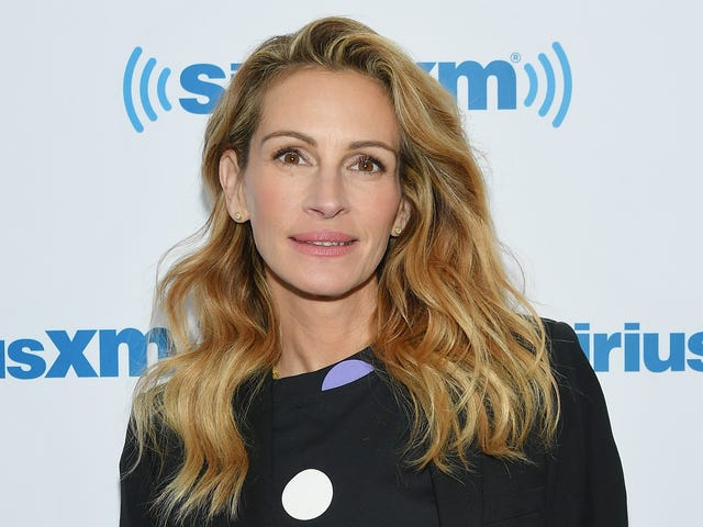 Meet Julia Roberts, patron saint of not giving a shit about Game Of Thrones
