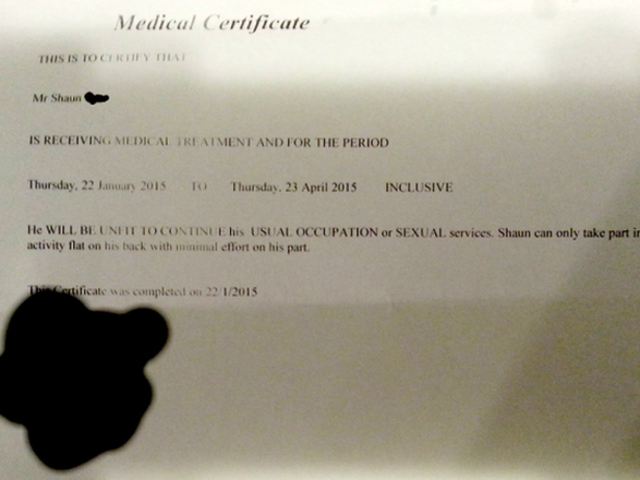 Cara recebe nota de médico para evitar trabalho extenuante durante o sexo