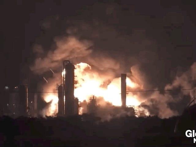 Vea la mayor refinería de petróleo en la costa este explotar en una bola de fuego masiva