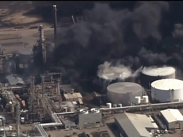 Miasto ewakuowane, stan wyjątkowy zadeklarowany w hrabstwie Wisconsin po eksplozji rafinerii
