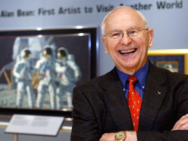 Космонавт Алан Бін, четвертий чоловік, який ходить по Місяці, помер у 86