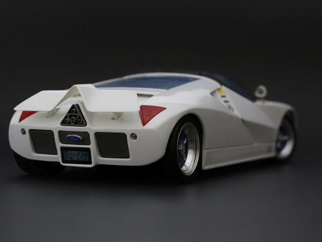 Ford GT90 in 1:18 scale by Maisto