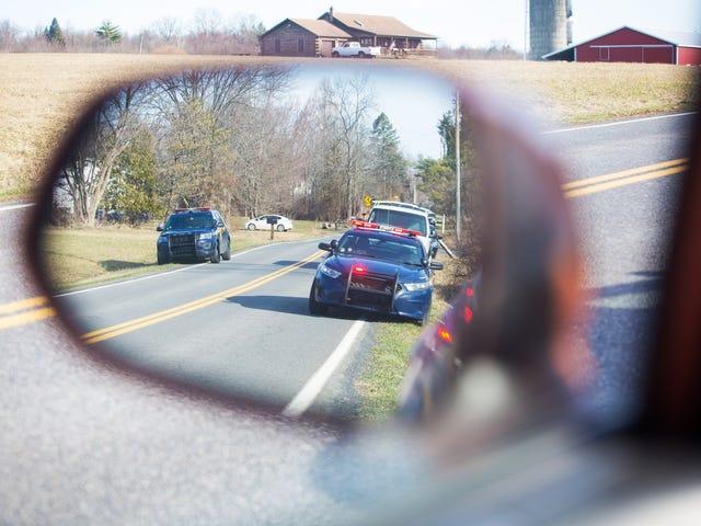 Delaware State Police Officer drar pistol under trafikstopp som involverar Black Driver