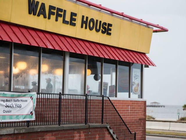 Nude Gunman Kills 4 på Waffle House i Tennessee;  Stadig på kørslen: Politiet