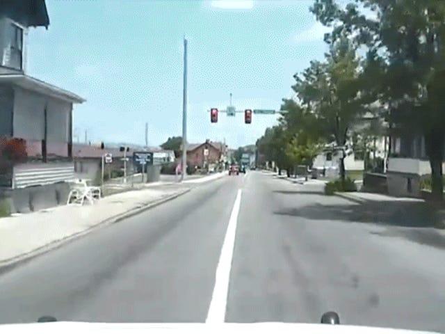 Cop Ledakan Melalui Lampu Merah, Terjadi Bencana
