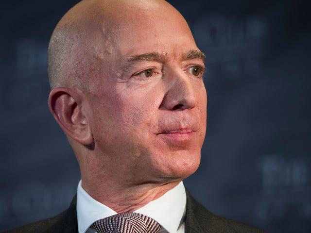 Det ser ud til, at det ser meget ud som Pro-trumpen. Bror af Jeff Bezos kæreste hjalp lække dem.