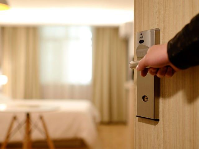 Yine Bir Otel Odasında Hiçbir Şey Nasıl Bırakılmayacak