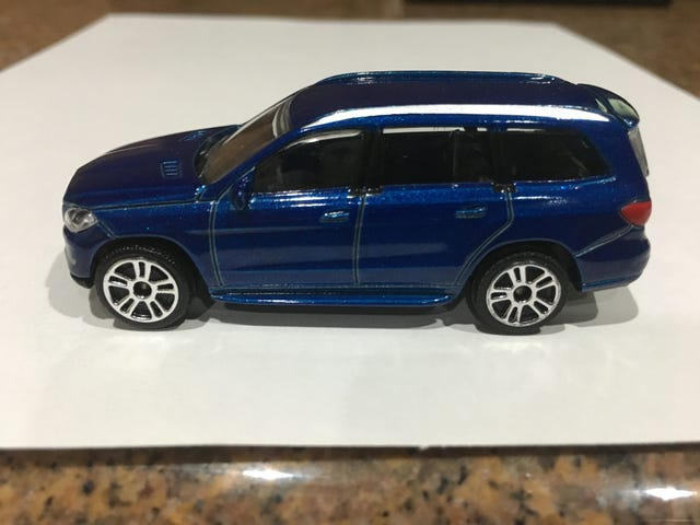 Majorette Mercedes GL wheel change