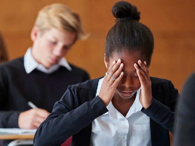 El Distrito Escolar castiga a la maestra por usar N-Word al obligarla a continuar enseñando a los estudiantes