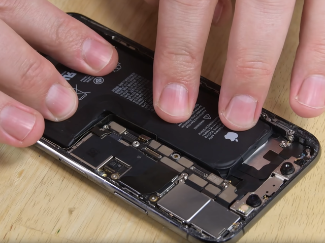 Ignore Your iPhone's 'Service' Warning for Battery Replacements