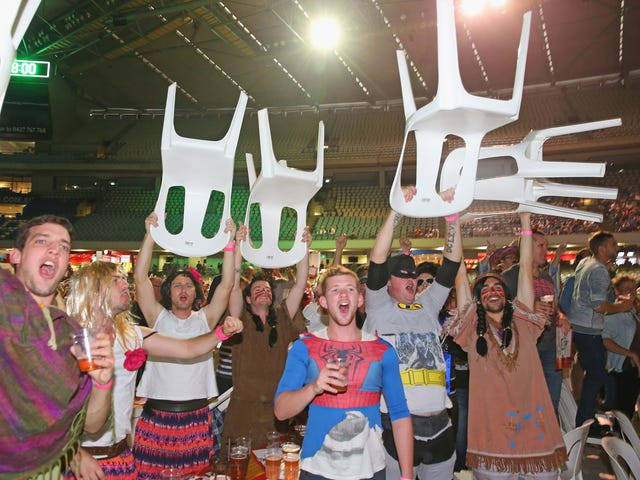 Rivoluzionare i fan in costume Halt Australian Darts Competition