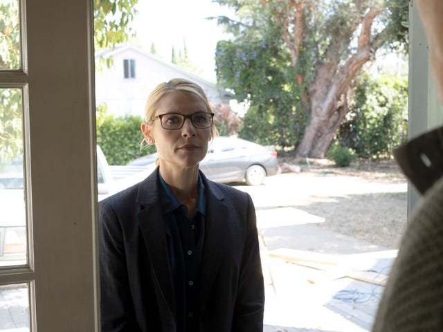 Homeland stumbles toward the finish line with a flashback-laden episode