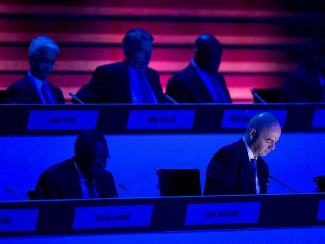 La FIFA revela $ 80 millones en pagos probablemente ilegales, los cuarteles volvieron a atacar