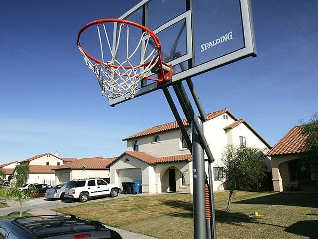 """<a href=https://news.avclub.com/urgent-if-you-see-a-basketball-hoop-dunk-on-it-1798264488&xid=25657,15700021,15700186,15700190,15700256,15700259 data-id="""""""" onclick=""""window.ga('send', 'event', 'Permalink page click', 'Permalink page click - post header', 'standard');"""">긴급 : 농구 후프가 보이면 덩크하십시오.</a>"""