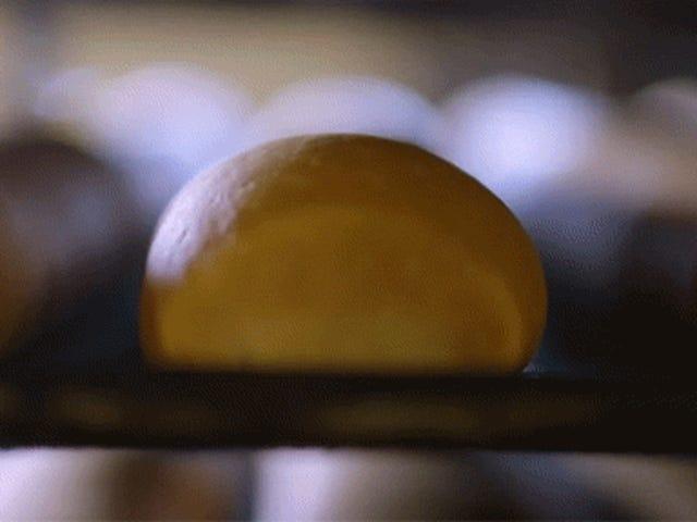 Video: Bagaimanakah roti lazat untuk kanak-kanak lelaki dibuat?