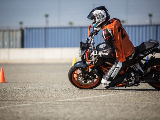 Cómo ir realmente lento realmente rápido con motocicleta Gymkhana