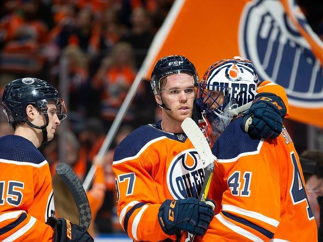 Connor McDavid es el dios del hockey nocturno