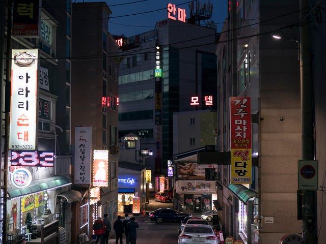 Gần 1.600 khách trọ tại Hàn Quốc đã được bí mật quay phim và phát trực tiếp để trả tiền cho khách hàng
