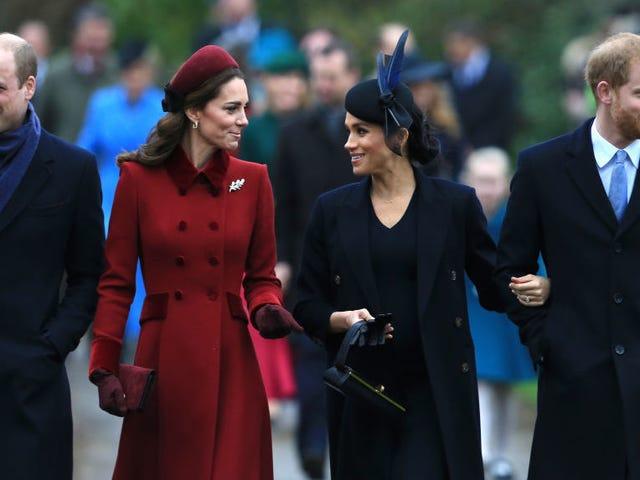 Las duquesas Kate y Meghan hicieron lo que se supone que debes hacer en las fiestas: luchan y se mudan