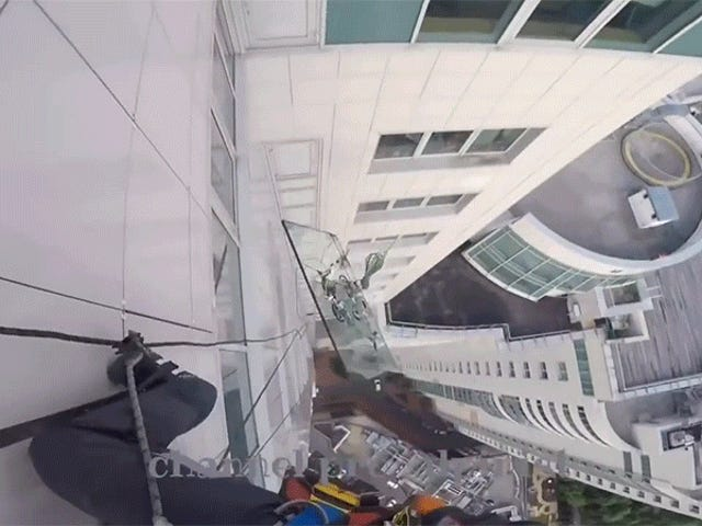 Skyscraper Window Replacement Goes Horribly, Horribly Wrong<em></em><em></em>