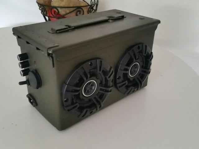 Este DIY Bluetooth Boombox está hecho de un viejo contenedor de munición