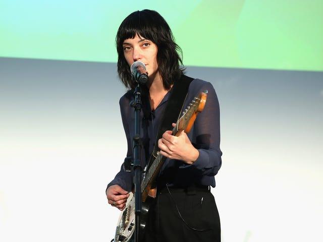 샤론 반 에텐 (Sharon Van Etten), 사랑의 노래로 그녀의 팬들에게 도전