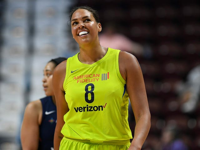 Liz Cambage Isn't Cooling Down Anytime Soon