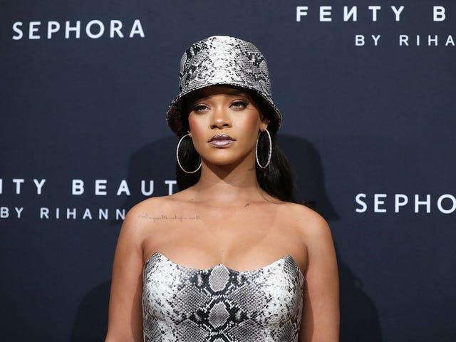 «Terrorisme»: Rihanna appelle l'attaque au poivre contre les migrants en quête d'asile exactement comme ils sont