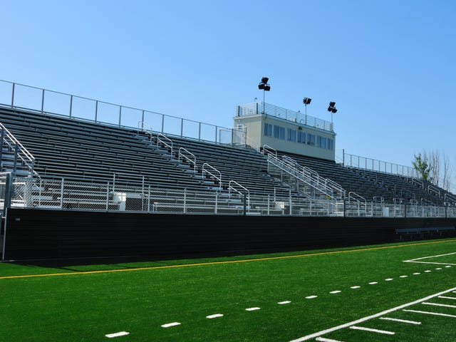 Raportti: High School -jalkapallovalmentaja hyökkää toimistossa opiskelijan mukaan