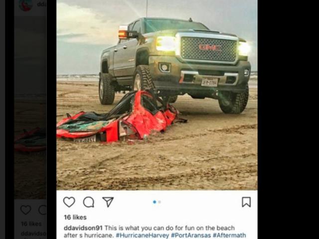 Assholes Brag acerca de aplastamiento Un Honda Prelude enterrado en una playa por el huracán Harvey (Actualización)