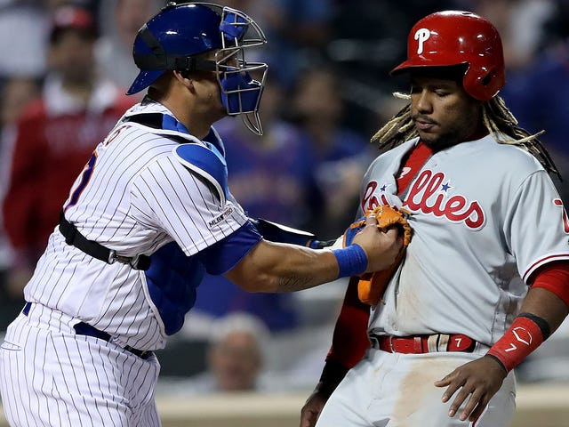 Phillies Third Base Coach Owns The Absolute Hell Out Of Maikel Franco