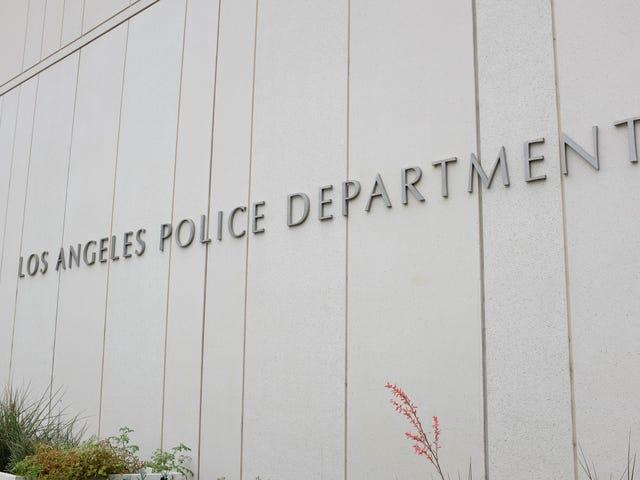 LAPD upptäcker Bodycam-bilder från tjänsteman som påstås fånga döda kvinnors bröst