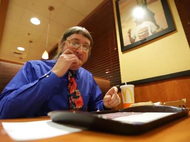 Este hombre acaba de batir su propio récord al comer la Big Mac nummero 30.000