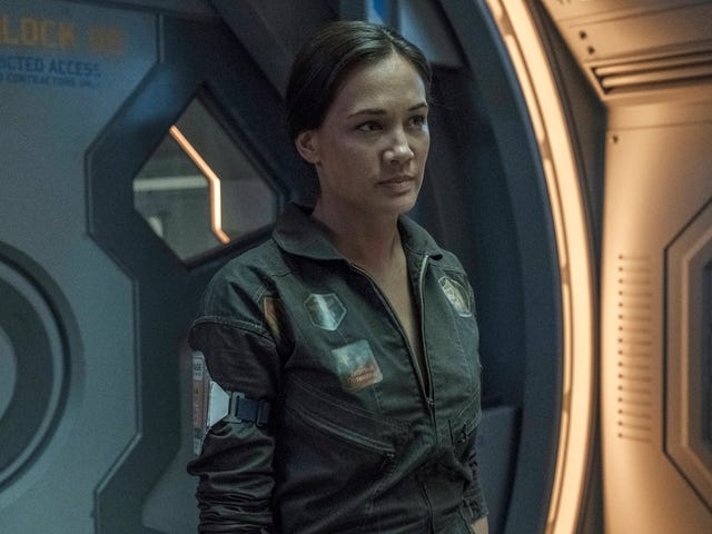 """<a href=https://tv.avclub.com/on-the-expanse-its-all-about-making-connections-1826812544&xid=17259,15700002,15700019,15700124,15700149,15700168,15700173,15700186,15700191,15700201 data-id="""""""" onclick=""""window.ga('send', 'event', 'Permalink page click', 'Permalink page click - post header', 'standard');"""">เกี่ยวกับ <i>The Expanse,</i> มันคือทั้งหมดที่เกี่ยวกับการเชื่อมต่อ</a>"""