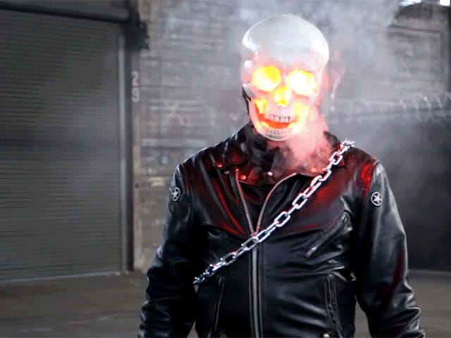 Un vape oculto lleva este disfraz de jinete fantasma impreso en 3D que fuma al siguiente nivel