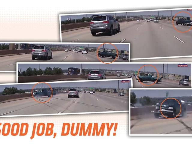Ο οδηγός φορτηγών που μοιράζεται το δρόμο παίρνει το άμεσο αυτοκαθυσμιαζόμενο κάρμα