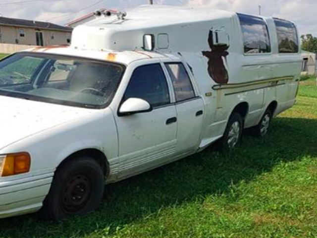 Holy Crap, noen bygget en camper ut av to Ford Broncos og en 1986 Mercury Sable