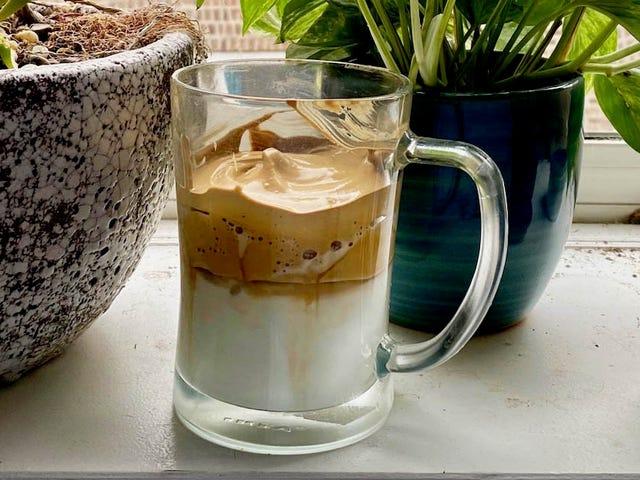 Más recetas de café dalgona para canalizar a su adolescente TikTok interno