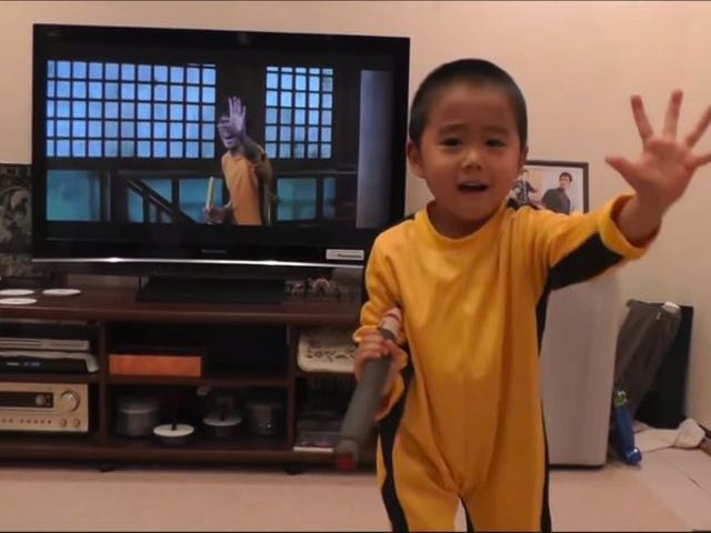 4-year-old can perfectly mimic Bruce Lee's nunchuk moves