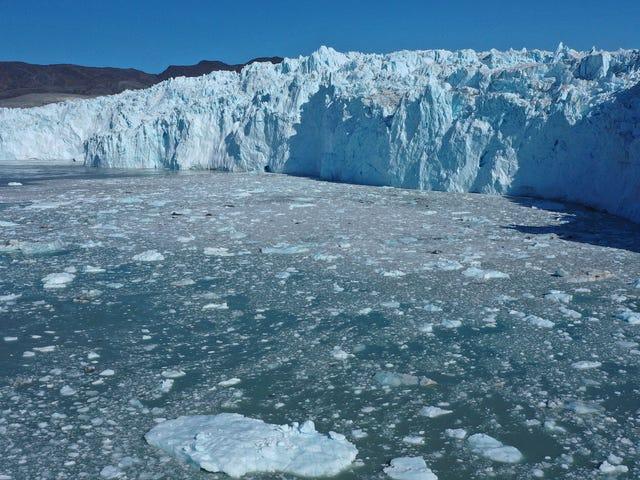 La Groenlandia ha perso 12,5 miliardi di tonnellate di ghiaccio a causa di un record, scioglimento di un giorno