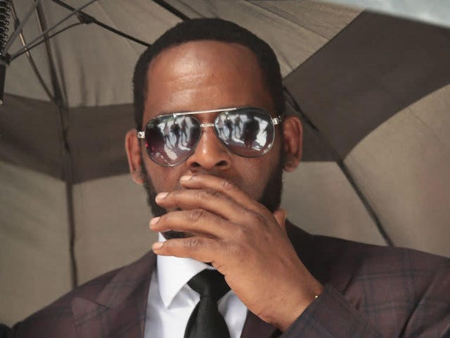 R. Kelly to Be Brought to New York in Cuffs to Face Arraignment on Federal Sex Crime Charges in That State